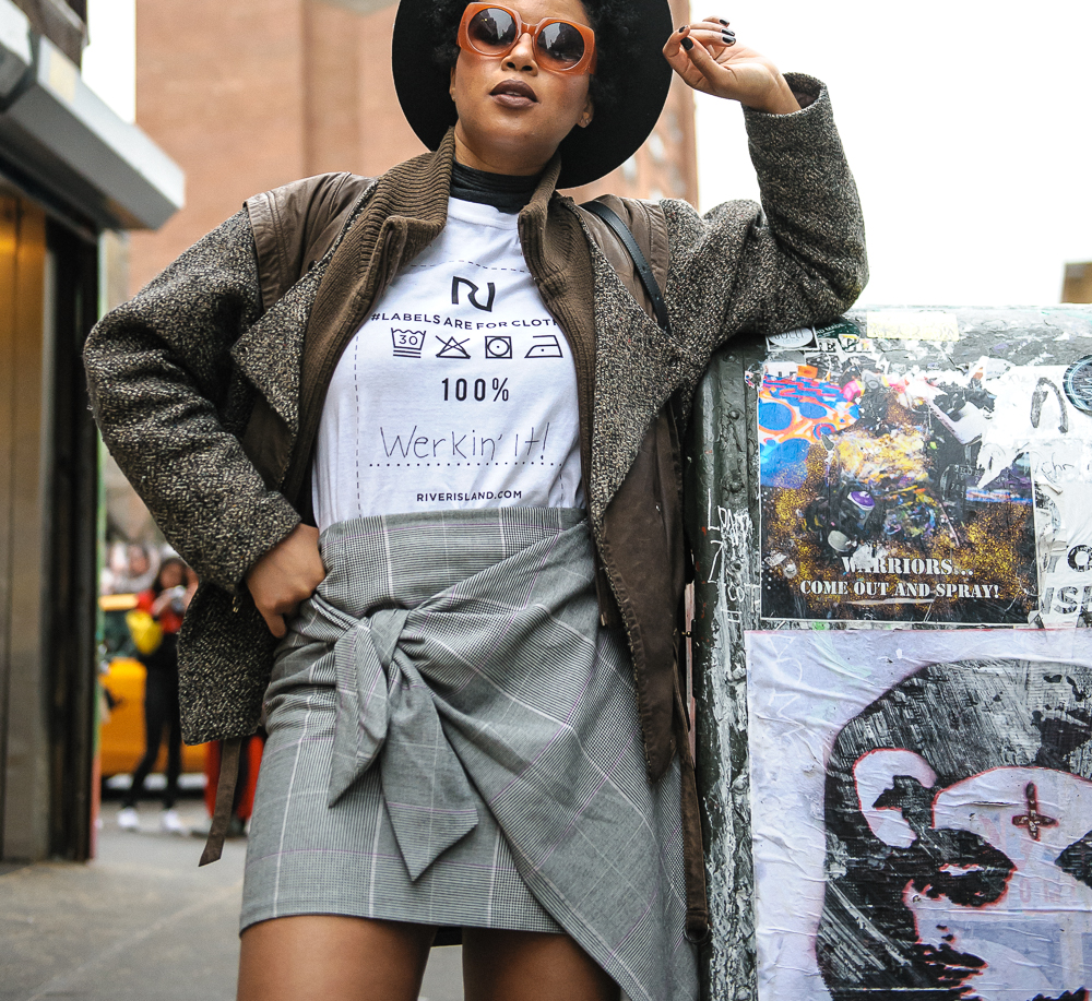 The Werk! Place wear River Island T-shirt In front of Katz Deli in New York4