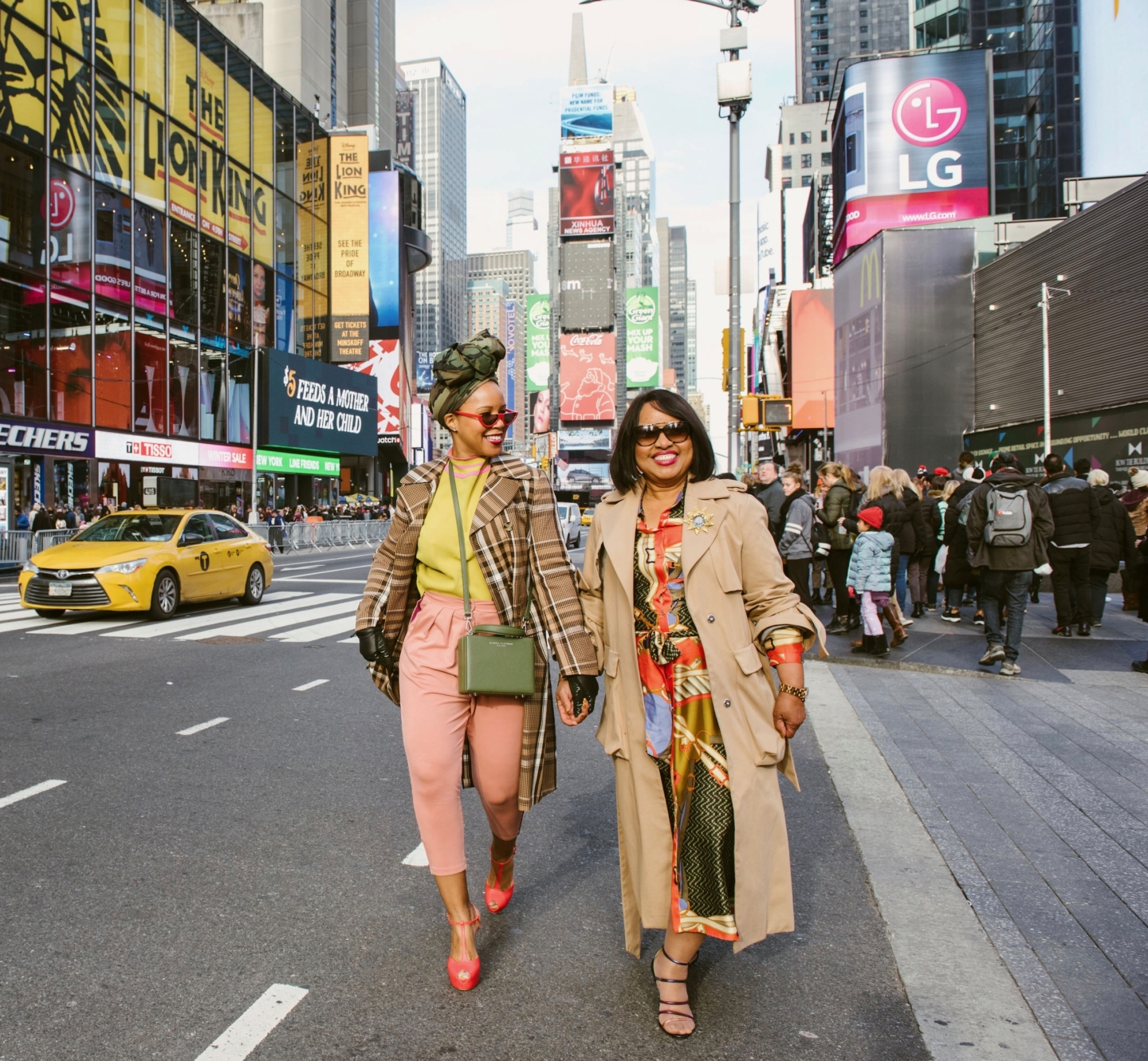 New York Mommy Daughter Photoshoot With Airbnb Experiences